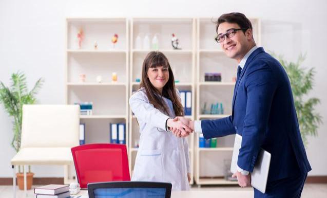 """职场拜访客户有技巧,学会""""拜客礼仪"""",让生意机会无处不在"""