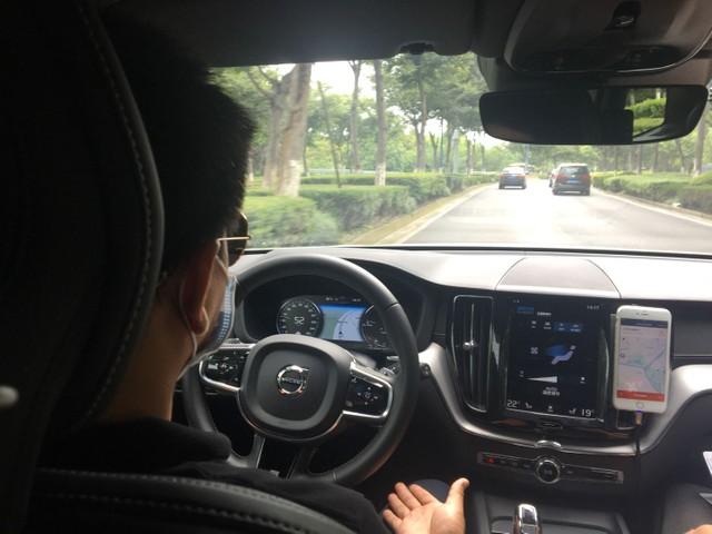 自动驾驶出租车体验乘车已在上海开始 公路上也行驶顺畅