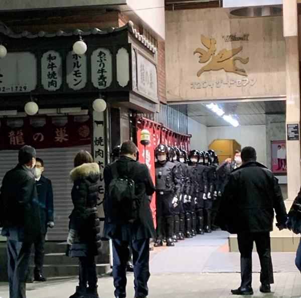 案件警示:东京出动特警用斧破门 违反防疫要求经营者被逮捕